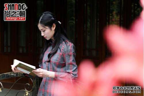 美女学霸手抄笔记走红 盘点那些学霸级的网红女神(3)