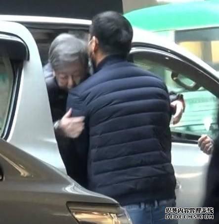 刘青云儿子力爆棚 网友:疯狂打call 刘青云真是太孝顺了