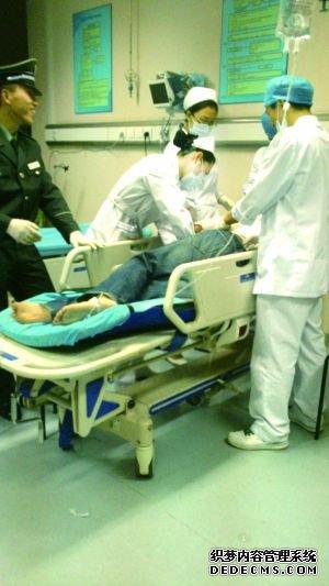 北京一外籍男子抢车 疯狂撞车撞人