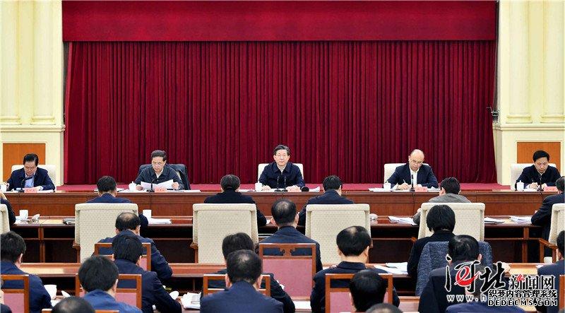 省委理论学习中心组召开学习会议