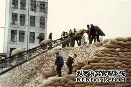 饥荒濒临停产文革大受冲击 是什么让高炉家走过风雨十年?