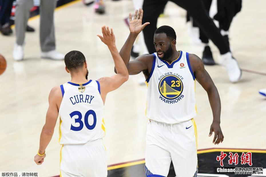 NBA总决赛勇士横扫骑士卫冕总冠军 杜兰特获FMVP