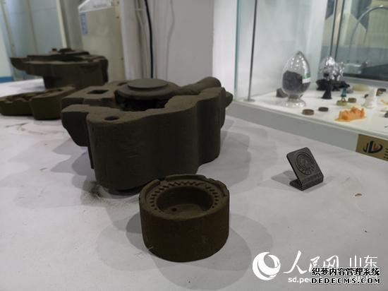 越来越多样化的原材料应用到3D打印中。(摄影 刘颖婕)