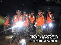 云南镇康遭洪水突袭 武警官兵紧急驰援