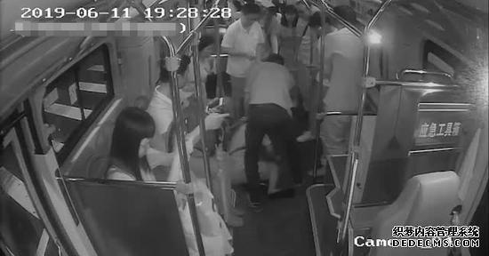 因错过站 广东醉酒男子抢夺公交车方向盘被刑拘(图)