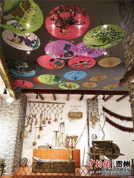 黔西县锦绣花都乡愁馆内陈列的农家生活工具。