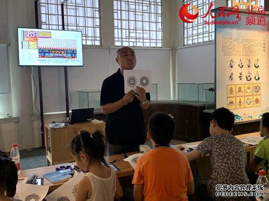 颐和园举行文博志愿者科普文化游