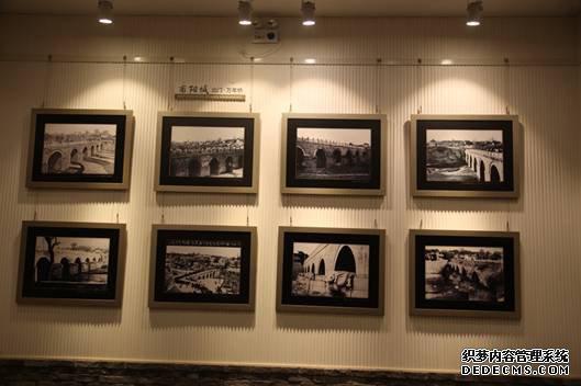 青州古城内展出的万年桥历史照片1