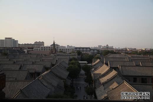 站在阜财门城楼上俯瞰青州古城2
