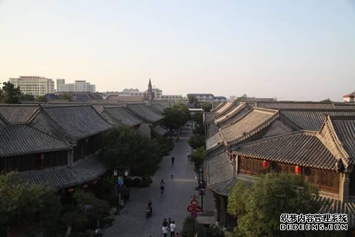 站在阜财门城楼上俯瞰青州古城1